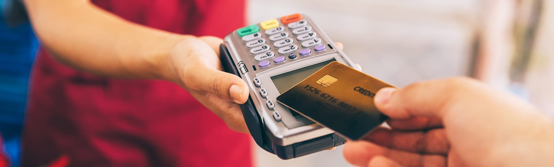A contactless credit card making a payment with a card reader