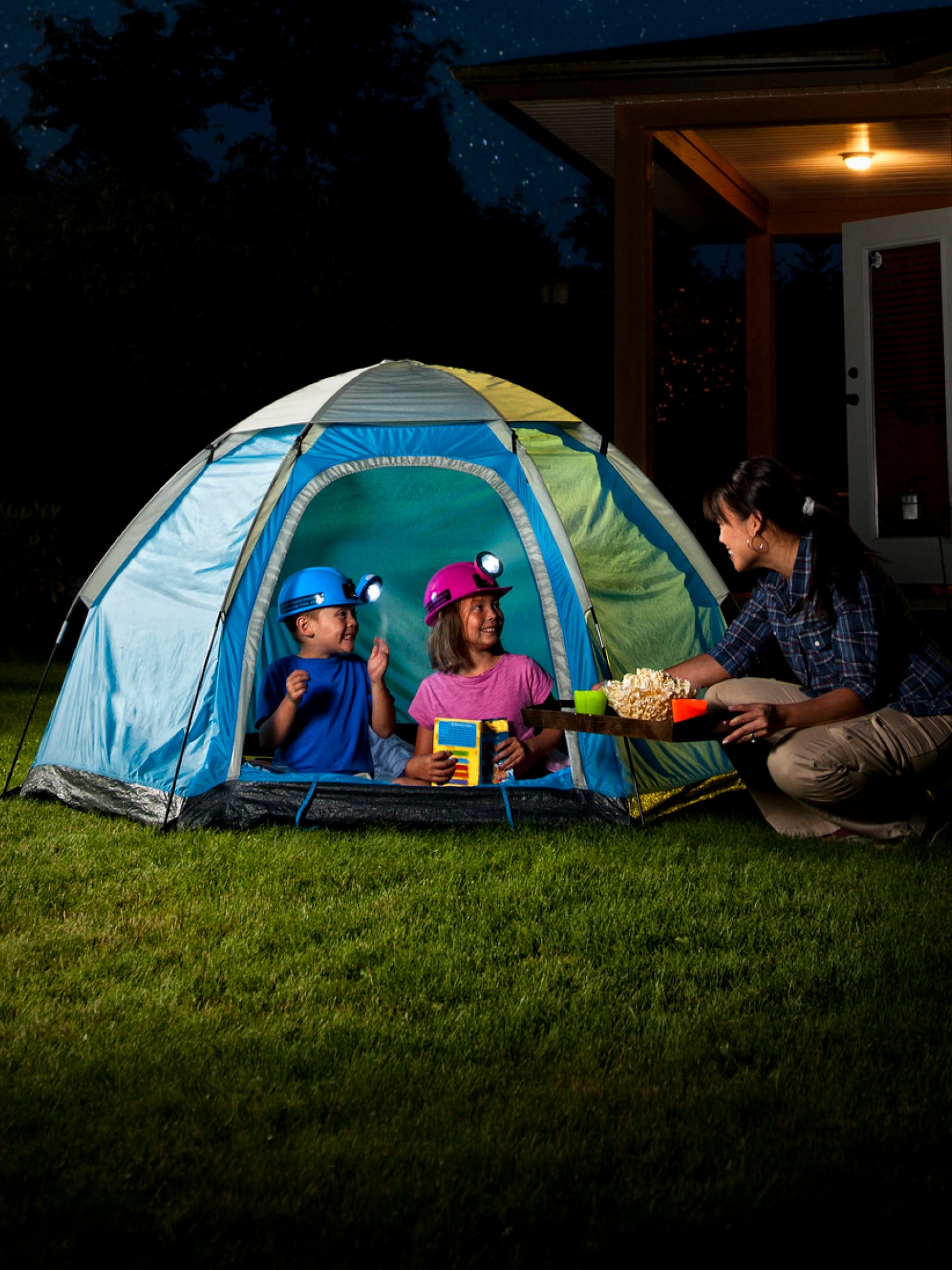 a backyard camp-out / for excited little kids / with help from mommy